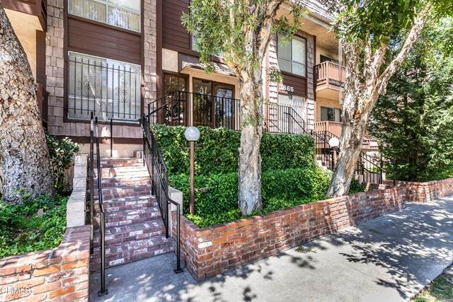 1865 Greenfield Avenue #207, Los Angeles, CA 90025 (#V1-6337) :: Lydia Gable Realty Group