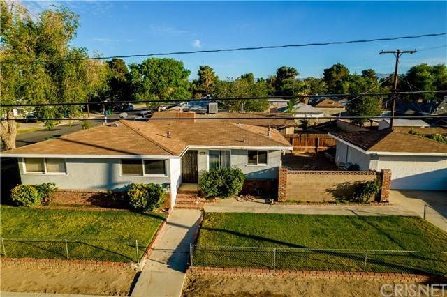 604 W Avenue J4, Lancaster, CA 93534 (#SR21126255) :: TruLine Realty
