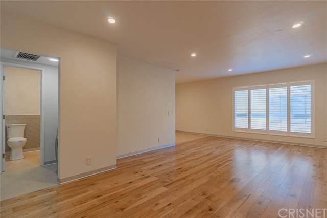 1735 N Fuller Avenue #330, Los Angeles, CA 90046 (#SR21127154) :: Compass