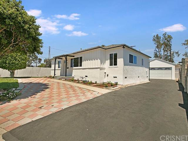 8260 Teesdale Avenue, North Hollywood, CA 91605 (#SR21127435) :: Montemayor & Associates