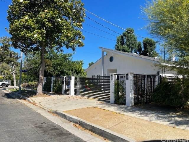 17831 Delano Street, Encino, CA 91316 (#SR21128283) :: Compass