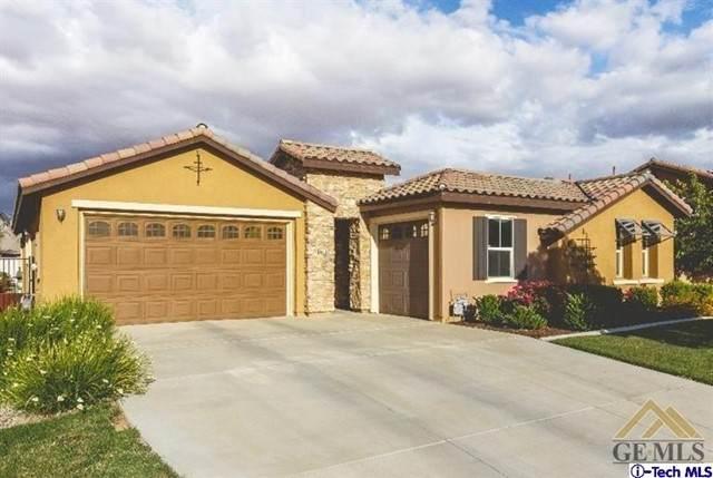 5501 Tapia Court, Bakersfield, CA 93306 (#320006471) :: Montemayor & Associates