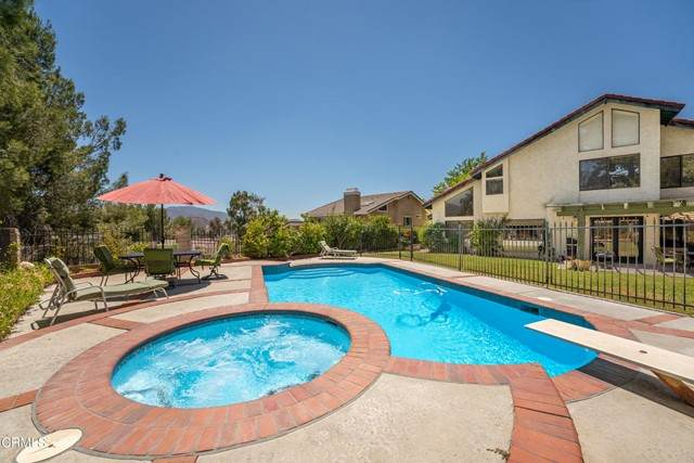 28010 Valcour Drive, Canyon Country, CA 91387 (#V1-6460) :: Berkshire Hathaway HomeServices California Properties