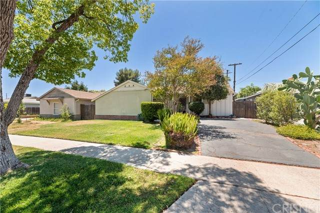 6901 Teesdale Avenue, North Hollywood, CA 91605 (#SR21129094) :: Montemayor & Associates