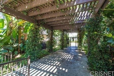 18350 Hatteras #170, Tarzana, CA 91356 (#SR21130221) :: Montemayor & Associates