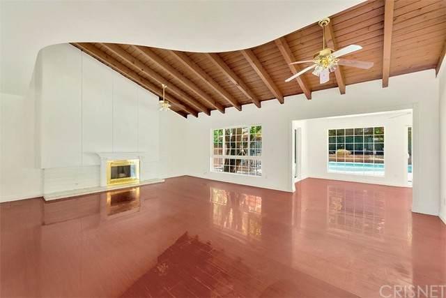 9236 Gothic Avenue, North Hills, CA 91343 (#SR21130199) :: Montemayor & Associates