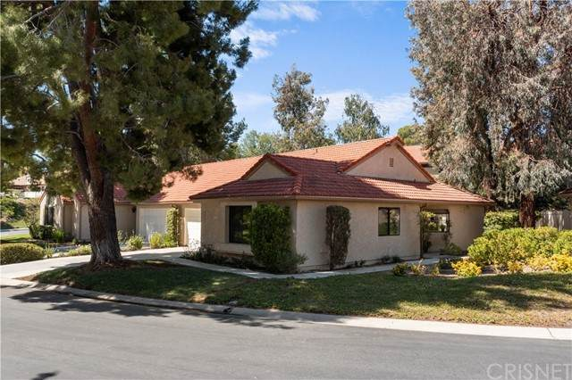 20067 Avenue Of The Oaks #214, Newhall, CA 91321 (#SR21129890) :: Montemayor & Associates