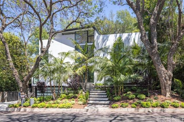 4000 Stansbury Avenue, Sherman Oaks, CA 91423 (#SR21131557) :: TruLine Realty