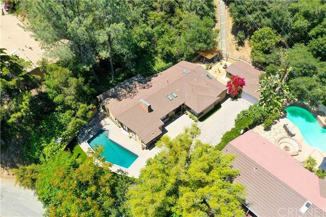 11059 Wrightwood Place, Studio City, CA 91604 (#SR21112100) :: The Grillo Group