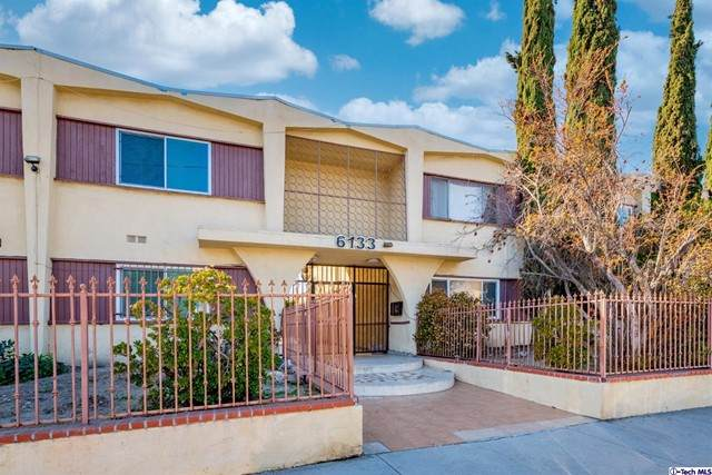 6133 Whitsett Avenue #2, North Hollywood, CA 91606 (#320006563) :: Montemayor & Associates