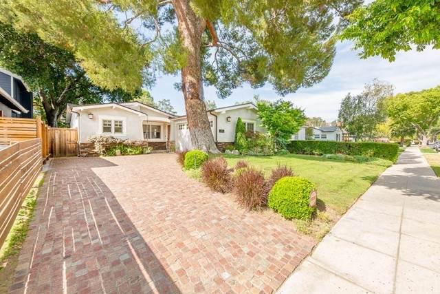 22107 San Miguel Street, Woodland Hills, CA 91364 (#SR21134297) :: Montemayor & Associates