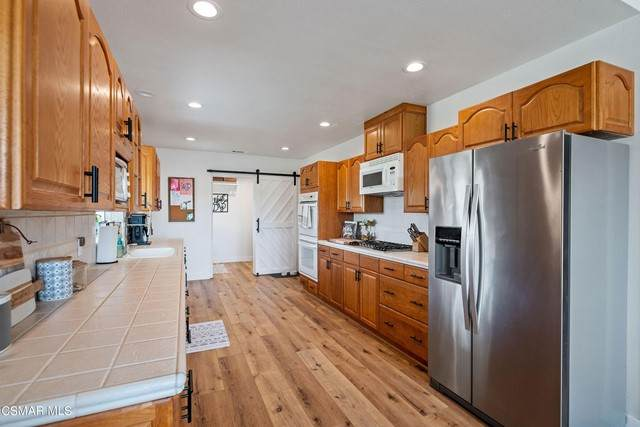 28503 Colhary Court, Canyon Country, CA 91387 (#221003380) :: The Grillo Group