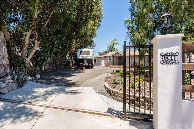 9841 Mcbroom Street, Shadow Hills, CA 91040 (#SR21147234) :: Randy Plaice and Associates