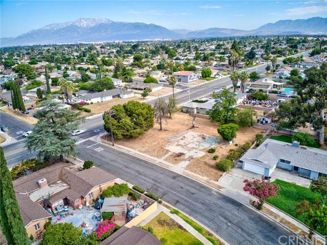 461 N Riverside Avenue, Rialto, CA 92376 (#SR21152081) :: Lydia Gable Realty Group