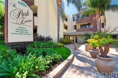 5325 Newcastle Avenue #134, Encino, CA 91316 (#SR21162526) :: Montemayor & Associates