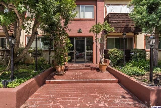 5414 Newcastle Avenue #24, Encino, CA 91316 (#320007037) :: Montemayor & Associates