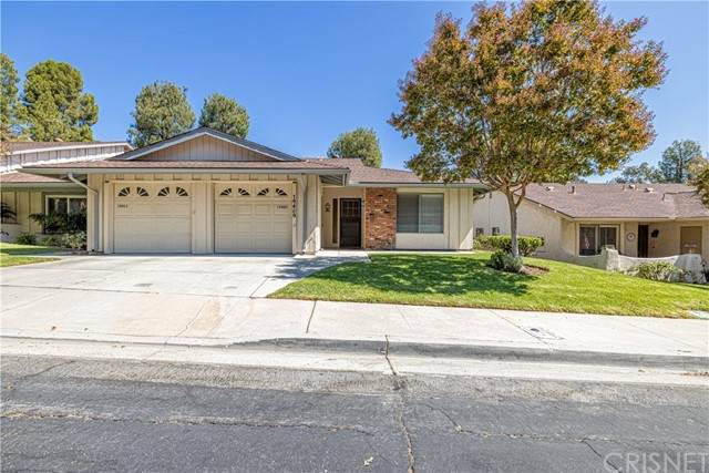 19409 Oak Crossing Road, Newhall, CA 91321 (#SR21189548) :: Lydia Gable Realty Group