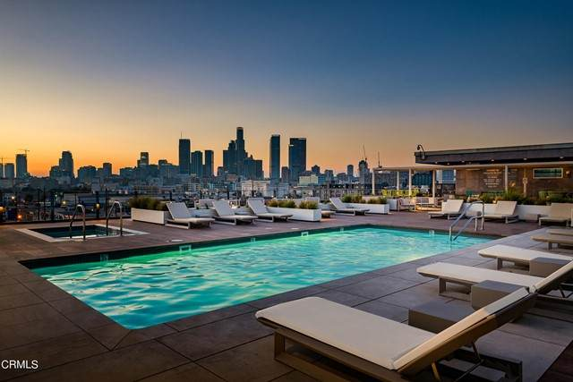 530 Hewitt Street S #242, Los Angeles, CA 90013 (#P1-6523) :: Montemayor & Associates