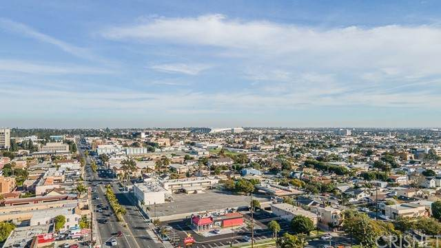 504 W Queen Street, Inglewood, CA 90301 (#SR21201230) :: The Bobnes Group Real Estate