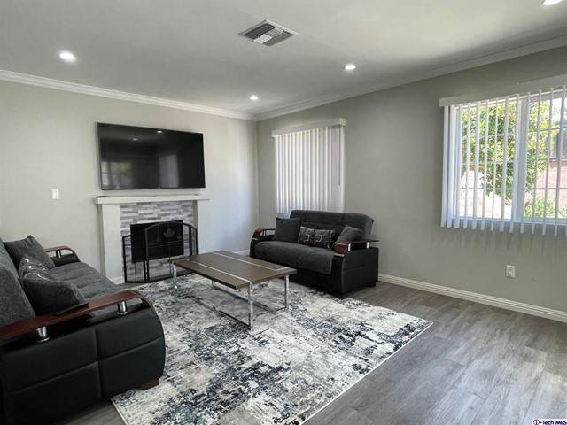 8916 Lev Avenue, Arleta, CA 91331 (#320007757) :: Montemayor & Associates