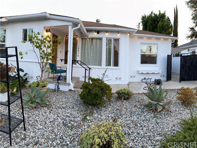 16816 Halper Street, Encino, CA 91436 (#SR21206248) :: Compass