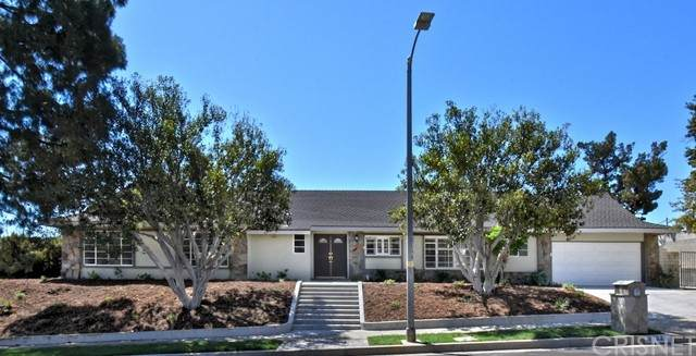 17324 Ballinger Street, Northridge, CA 91325 (#SR21209625) :: The Suarez Team