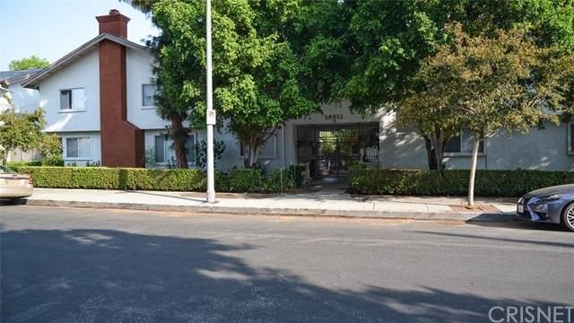 18611 Collins Street E2, Tarzana, CA 91356 (#SR21212181) :: The Suarez Team