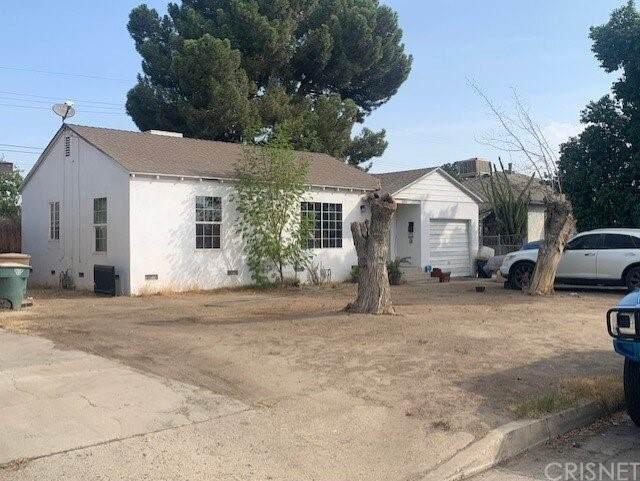 1300 Townsley Avenue, Bakersfield, CA 93304 (#SR21221908) :: The Bobnes Group Real Estate