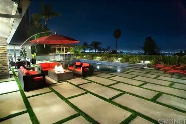 10943 Wrightwood Lane, Studio City, CA 91604 (#SR21220964) :: Vida Ash Properties | Compass