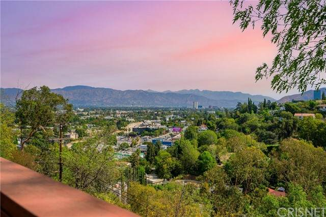 11543 Laurelcrest Drive, Studio City, CA 91604 (#SR21221934) :: Vida Ash Properties | Compass