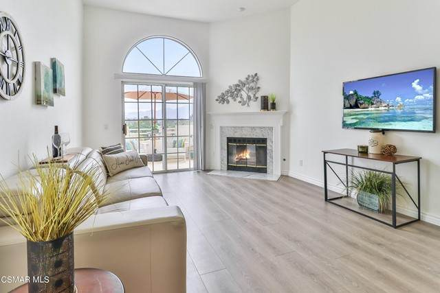 2713 Antonio Drive #306, Camarillo, CA 93010 (#221005479) :: The Bobnes Group Real Estate
