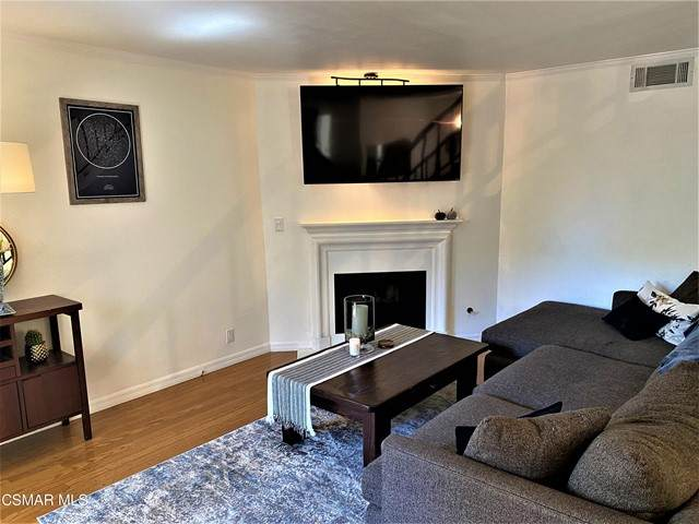 18411 Hatteras Street #108, Tarzana, CA 91356 (#221005529) :: The Bobnes Group Real Estate