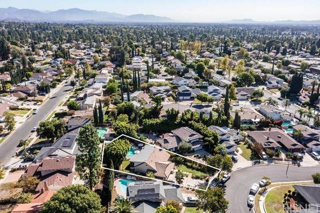 19201 Celtic Street, Porter Ranch, CA 91326 (#SR21228397) :: Powell Fine Homes Group, Inc.