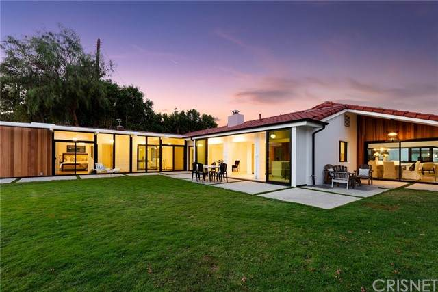 21520 Arcos Drive, Woodland Hills, CA 91364 (#SR21228565) :: Powell Fine Homes Group, Inc.