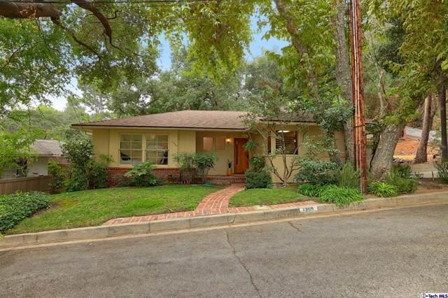 1350 Selvas Place, Glendale, CA 91208 (#320007976) :: The Bobnes Group Real Estate