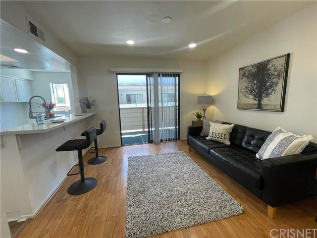 10231 Independence Avenue B7, Chatsworth, CA 91311 (#SR21229462) :: Berkshire Hathaway HomeServices California Properties