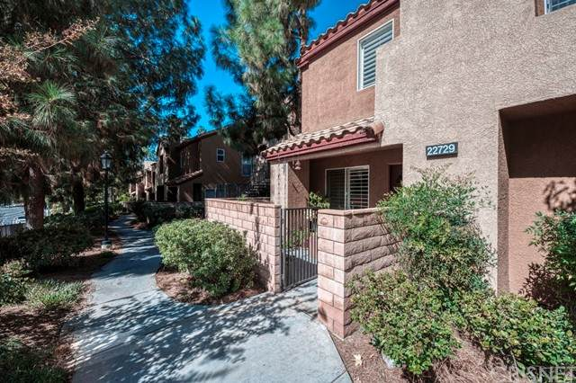 22729 Copper Hill Drive #14, Saugus, CA 91350 (#SR21230869) :: Randy Plaice and Associates