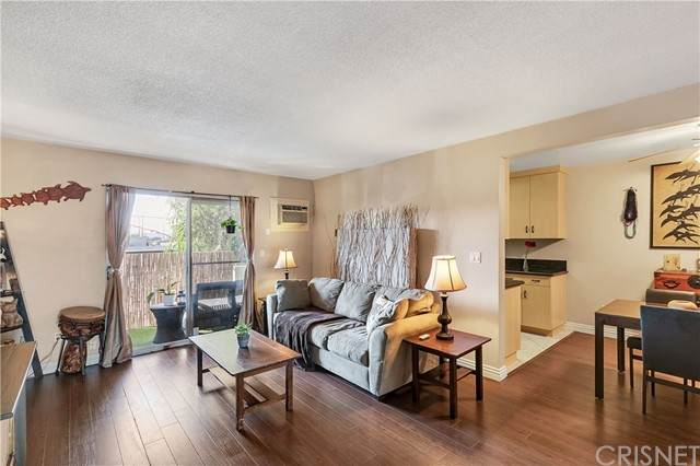 6902 Hinds Avenue #6, North Hollywood, CA 91605 (#SR21231182) :: The Bobnes Group Real Estate