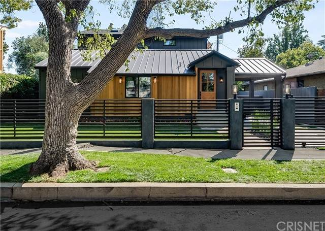 14000 Peach Grove Street, Sherman Oaks, CA 91423 (#SR21230789) :: Randy Plaice and Associates