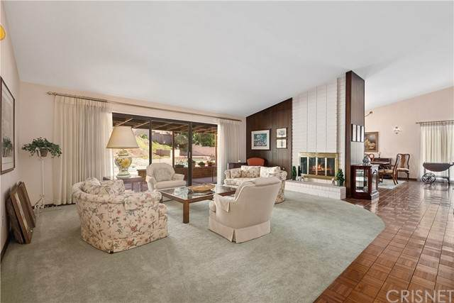 22369 Mulholland Drive, Woodland Hills, CA 91364 (#SR21232194) :: The Grillo Group