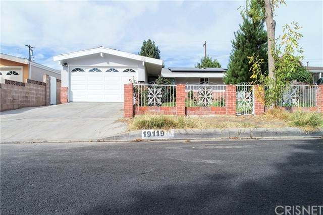 19119 Wellhaven Street, Canyon Country, CA 91351 (#SR21234623) :: The Parsons Team
