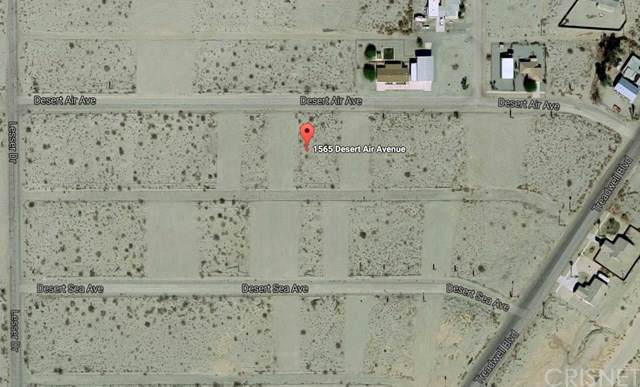 1565 Desert Air Street, Salton Sea, CA 92275 (#SR17015098) :: HomeBased Realty