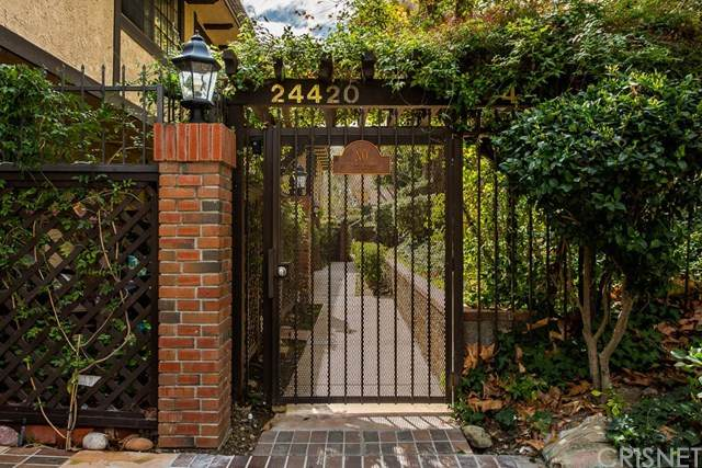 24420 Victory Boulevard #6, Woodland Hills, CA 91367 (#SR20035989) :: Randy Plaice and Associates