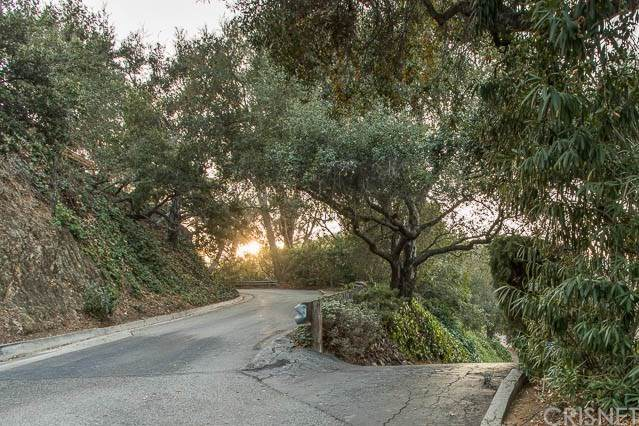 2570 Sleepy Hollow Drive - Photo 1