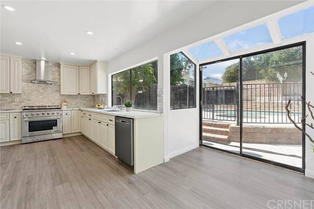 20253 Arminta Street, Winnetka, CA 91306 (#SR21125399) :: Montemayor & Associates