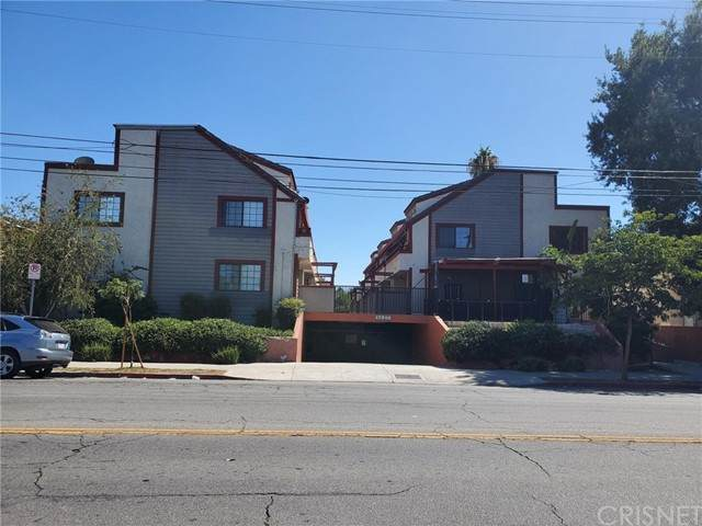 15946 Vanowen Street #107, Lake Balboa, CA 91406 (#SR21168586) :: The Suarez Team