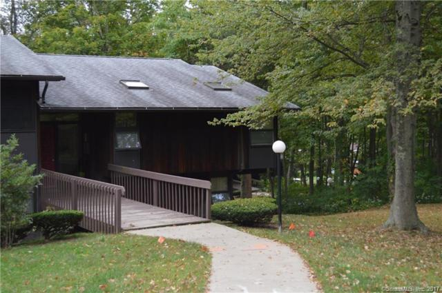1 Country Squire Drive B, Cromwell, CT 06416 (MLS #170040236) :: Carbutti & Co Realtors