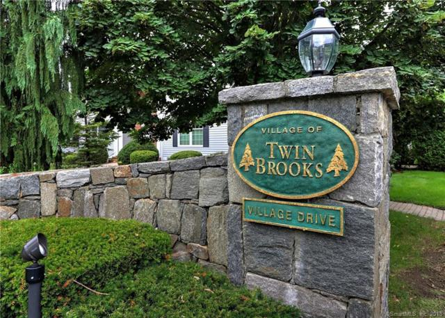11 Village Drive #11, Trumbull, CT 06611 (MLS #170126142) :: The Higgins Group - The CT Home Finder