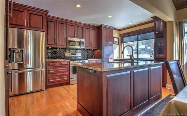 375 Piute Lane A, Stratford, CT 06614 (MLS #170242522) :: The Higgins Group - The CT Home Finder
