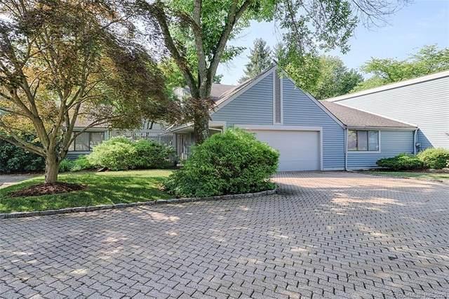 303 Harvest Commons #303, Westport, CT 06880 (MLS #170281490) :: Spectrum Real Estate Consultants